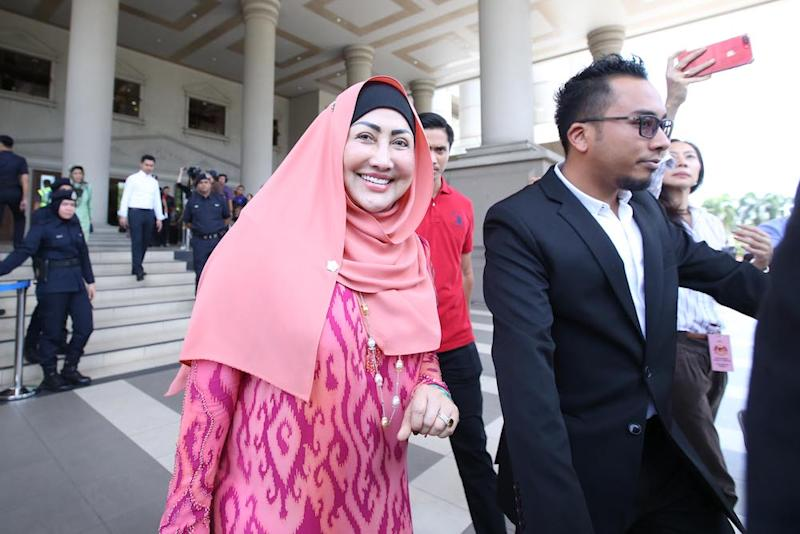 Datuk Seri Ahmad Zahid Hamidi's wife Datin Seri Hamidah Khamis leaves the Kuala Lumpur Courts Complex October 19, 2018. — Picture by Azinuddin Ghazali
