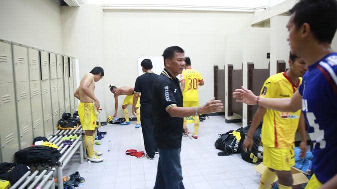 Beny Dollo merupakan satu di antara pelatih yang meninggalkan kesan manis di Arema. (Dok Bola.com)