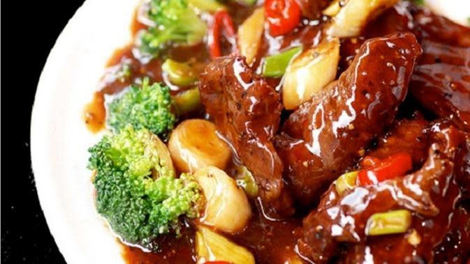 Resep tumis sapi kecap untuk menu makan spesial keluarga hari ini. (Via: kuliner123.com)