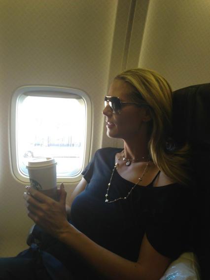 HeidiKlum-AirplaneFlight-jpg