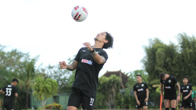 Pemain PSS Sleman Irfan Bachdim (ist)