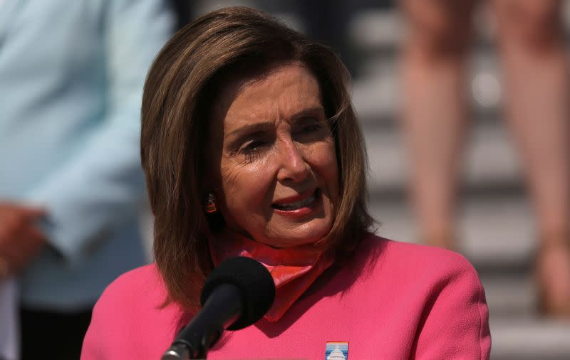 U.S. Congress needs compromise to extend COVID-19 unemployment payments - Pelosi