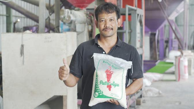 Kementan memberikan Sentra Pelayanan Pertanian Padi Terpadu (SP3T) kepada petani. Dok Kementan