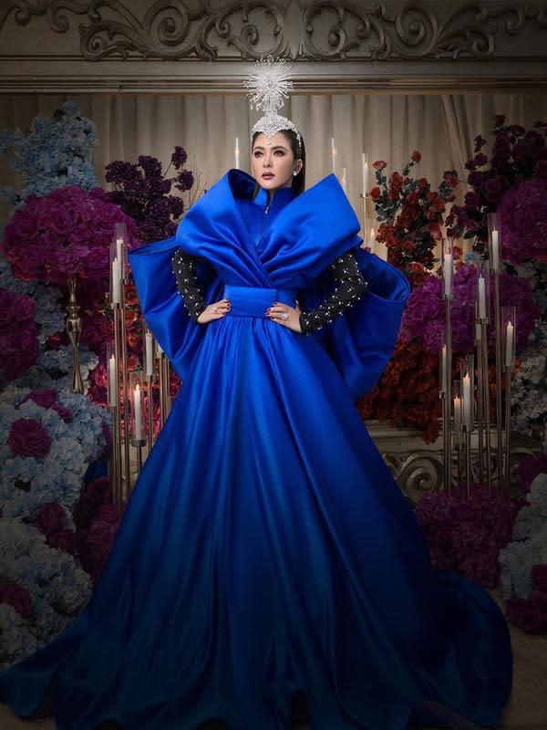 Syahrini saat mengenakan pakaian karya desainer Danny Satriadi dalam bentuk royal dress (Dok.Instagram/@princessyahrini/https://www.instagram.com/p/CETqhGIhOV5/Komarudin)