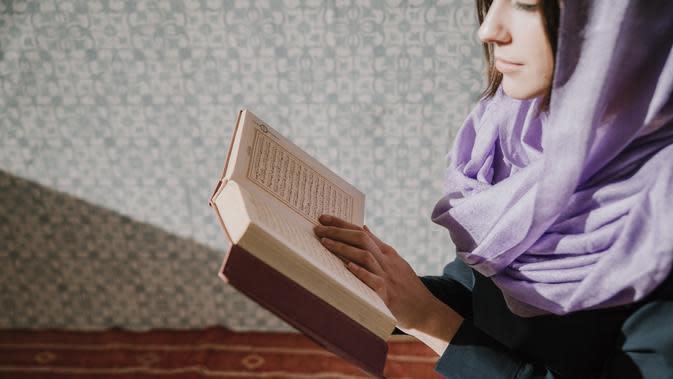 Ilustrasi Membaca Al Qur'an | Credit: pexels.com/pixabay