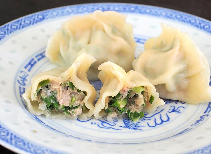 For a stronger taste, go for the chopped chives with minced pork dumplings.