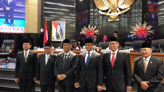 Gubernur DKI Anies Baswedan bersama pimpinan DPRD DKI usai pengesahan APBD-P 2019. (Delvira Hutabarat/Liputan6.com)