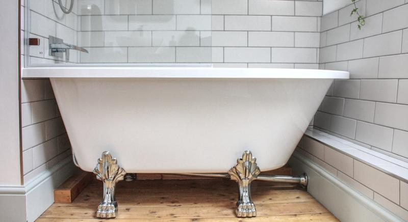 The bathroom even comes with a roll top tub (SWNS)