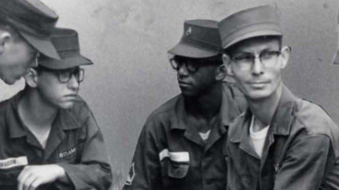 VIVA Militer: Desmond Doss (kanan) semasa masih bertugas di US Army