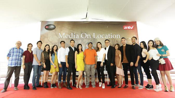Selain Gunawan, sinetron Putri Mahkota yang ditayangkan setiap hari di ANTV pukul 18.00 WIB juga dibintangi sejumlah aktor dan aktris ternama, Diantaranya Rama Michael, Mayang Yudhitia, dan masih banyak yang lainnya. (Bambang E Ros/Fimela.com)