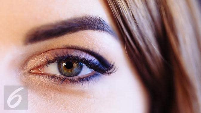 Berikut cara mudah menggunakan eyeliner yang mudah dan dapat diaplikasikan sehari-hari. (Foto: iStockphoto)