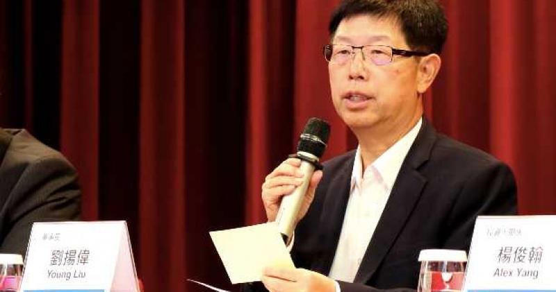 鴻海董事長劉揚偉全力衝刺提高毛利率,明年目標7%,2025年目標10%。(圖/鴻海)