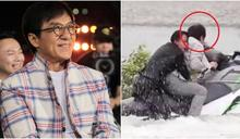 66歲成龍拍戲驚傳落水意外 劇組急喊:快救人!