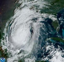 Badai Delta menderu ke daratan di pesisir selatan AS