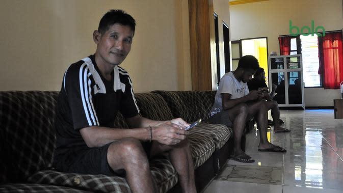 Asisten pelatih Arem FC, Singgih Pitono. (Bola.com/Iwan Setiawan)