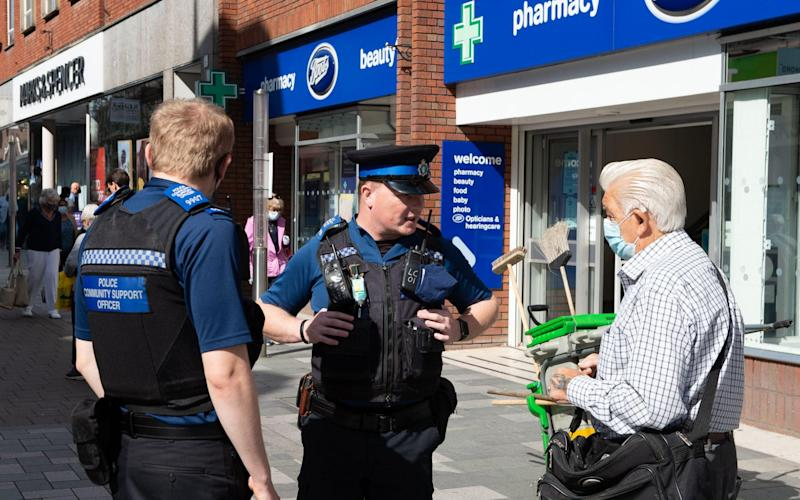 2CGDCY3 Maidenhead, Berkshire, UK. 10th September, 2020. A man stops Police Community Support Officers in the town centre. The number of cases of positive Covid-19 tests in the Royal Borough of Maidenhead and Windsor has risen by 10 cases in the past 24 hours. Due to a spike of new cases in various parts of England, new restrictions have been put in place by the Government from Monday next week whereby only six people may now socialise together. There are some limited exceptions to this. Credit: Maureen McLean/Alamy Live News