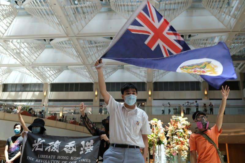 Hong Kong sees rush to renew UK passports as fears for future grow