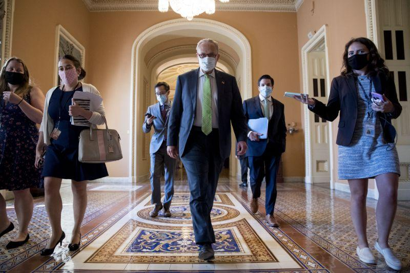 Di Capitol yang luas, para pemimpin berjuang untuk mencegah virus