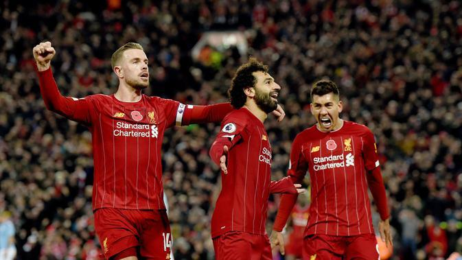 Jordan Henderson, Mohamed Salah, dan Roberto Firmino merayakan gol Liverpool ke gawang Manchester City di Anfield, Minggu (10/11/2019) (Foto: Premier League)