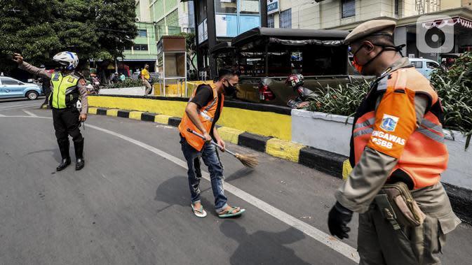 Tidak Memakai Masker, Belasan Warga di Taman Sari Disanksi Petugas