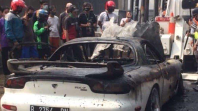 Mobil Mewahyang Terbakar di Jaksel, Gak Pakai Plat Nomor Aslinya