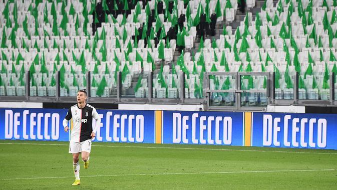 Bangku-bangku penonton di Stadion Alianz Arena, kosong saat Juventus menang 2-0 atas Inter Milan, Senin (9/3/2020) dini hari WIB. (Vincenzo PINTO / AFP)