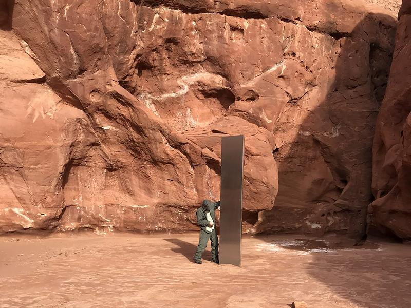 調查羚羊意外發現 金屬柱聳立猶他州