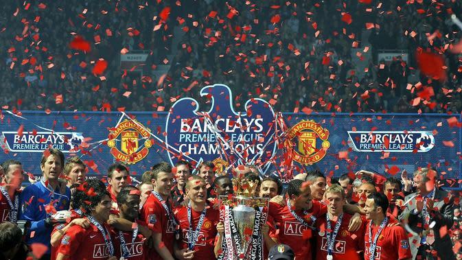 Manchester United merayakan keberhasilan menjuarai Premier League 2008-2009. (AFP/Adrian Dennis)