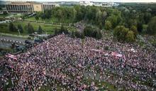 白俄反對派稱逾十萬人上街要求盧卡申科下台