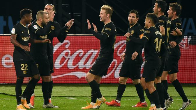 Pemain Barcelona merayakan gol yang dicetak Ansu Fati ke gawang Celta Vigo pada laga lanjutan Liga Spanyol di Stadion Balaidos, Jumat (2/10/2020) dini hari WIB. Barcelona menang 3-0 atas Celta Vigo. (AFP/Miguel Riopa)