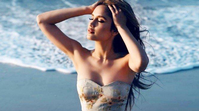 Pamer Pose Seksi, Cinta Laura Dikira Selena Gomez