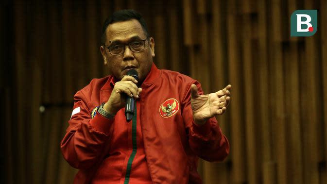 Direktur PT LIB, Cucu Sumantri, saat konfrensi pers pemegang hak siar Liga 1 2020 di SCTV Tower, Senayan, Jakarta, Rabu (12/2). Emtek kembali pegang hak siar Liga 1 2020.(Bola.com/Yoppy Renato)