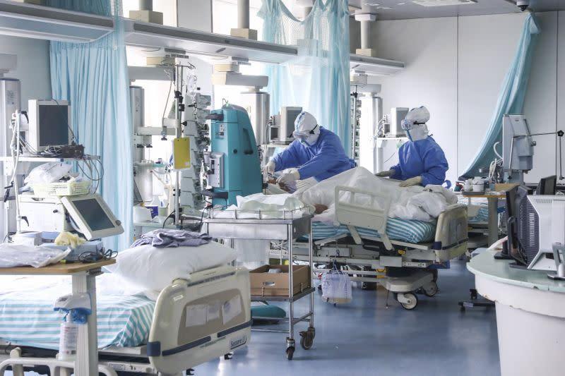 China laporkan penurunan kasus corona: 143 kematian baru