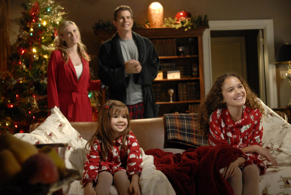 """""""The Search for Santa Paws"""" on ABC Family Sunday, 12/2 at 1pm"""