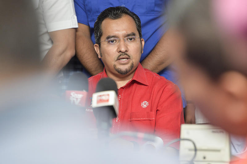 Umno Youth Chief Datuk Asyraf Wajdi Dusuki speaks during a joint press conference between Umno Youth Chief and PAS Youth Chief in Semenyih February 10, 2019. — Picture by Miera Zulyana