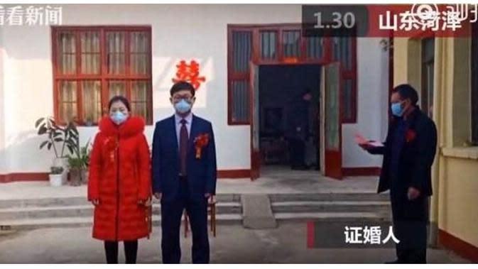 Pernikahan di Wuhan (Sumber: Worldofbuzz)