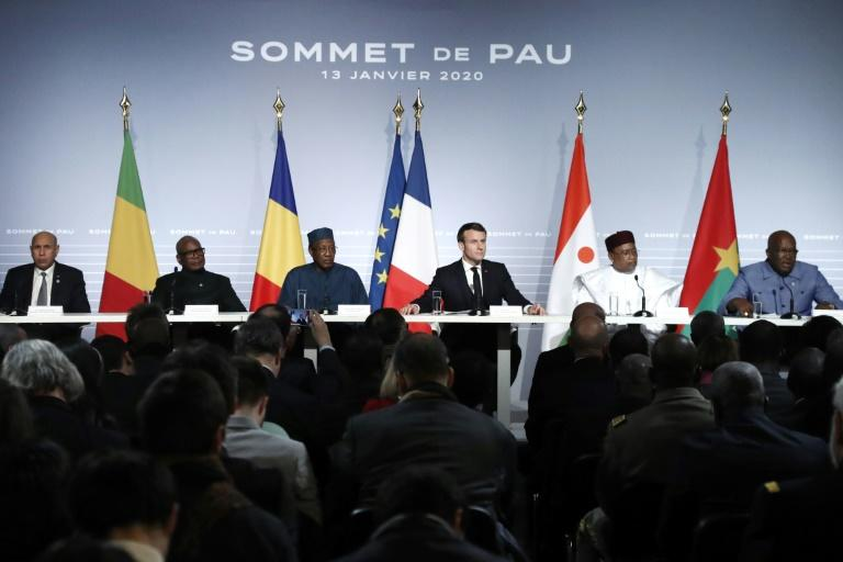 French President Emmanuel Macron (3-R), flanked by Mali's President Ibrahim Boubacar Keita (2-L), Burkina Faso's President Roch Marc Christian Kabore (R), Niger President Mahamadou Issoufou (2-R), Mauritania's President Mohamed Ould Cheikh El Ghazouani (L) and Chad's President Idriss Deby (3-R), at a press conference after their summit meeting on fighting the jihadist insurgency in the Sahel region