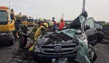砂石車翻覆活埋小客車釀1死1傷 國1北上路竹段交通中斷