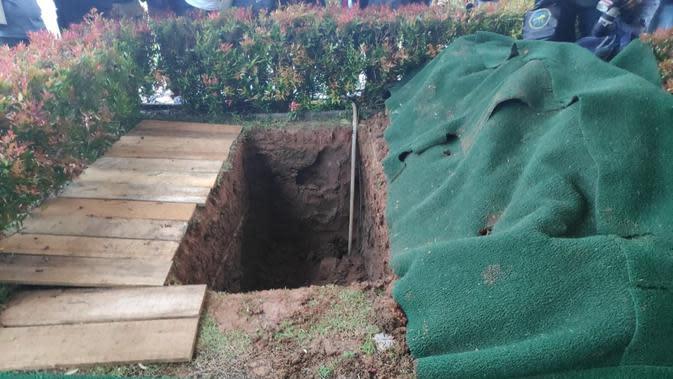 Potret makam Ashraf Sinclair sebelum dikebumikan. (Surya Hadiansyah)