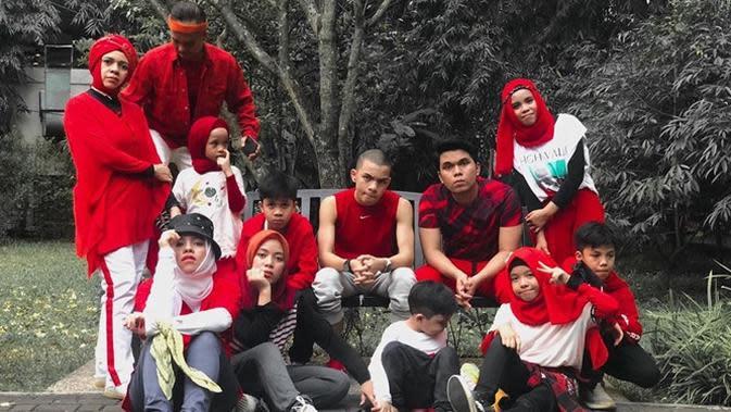 Kekompakan keluarga besar Gen Halilintar saat liburan bersama. (Sumber: Instagram/@saaihalilintar)