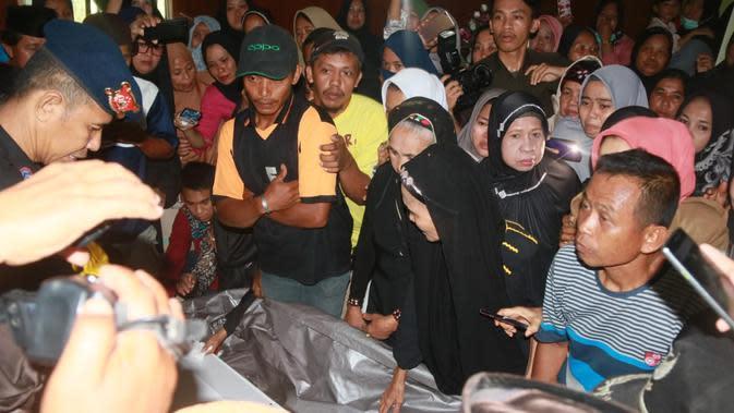 Jenazah Brigpol Anumerta Hedar tiba di Bandara Internasional Sultan Hasanuddin, Makassar, Selasa (13/8/2019) sekitar pukul 15.00 Wita. (Foto: dok Divisi Humas Polri)