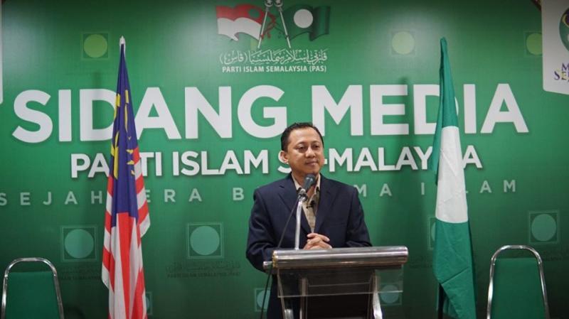 Kamaruzaman Mohamad, information chief of PAS, at a press conference. Photo: Facebook/ Kamaruzaman Mohamad