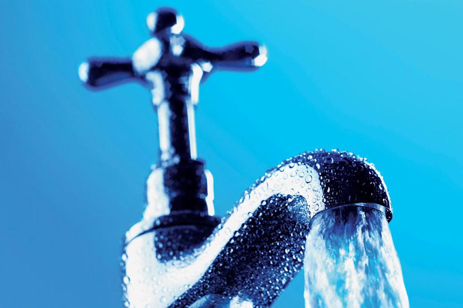 Approximately how much water does the average American use per day?