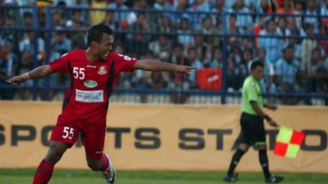 Mohd Safee Sali (Pelita Jaya) merayakan gol