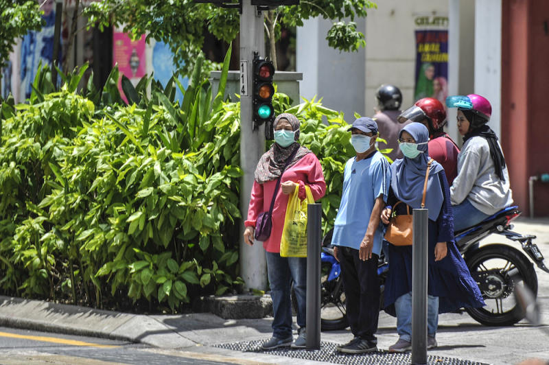 People are seen wearing face masks to protect themselves against the new coronavirus in Kuala Lumpur March 15, 2020. ― Picture by Shafwan Zaidon