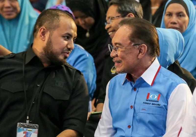 Perak PKR chief Farhash Wafa Salvador Rizal Mubarak and PKR president Datuk Seri Anwar Ibrahim attend the Perak PKR Convention in Kuala Kangsar December 3, 2019. — Picture by Farhan Najib