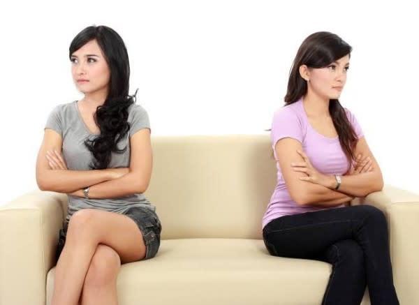 Merugikan Diri Sendiri, Ini 5 Alasan Kamu Wajib Berhenti Bergosip