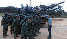 8軍團副指揮官勉戰車排官兵進訓辛勞