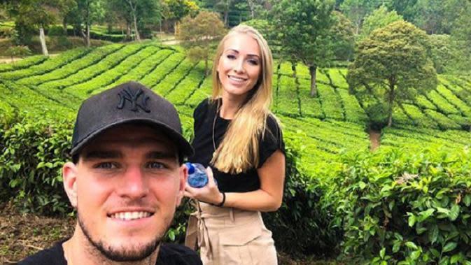 Bek Persib Bandung Nick Kuipers bersama kekasih Jorien Neervoort. (Instagram)