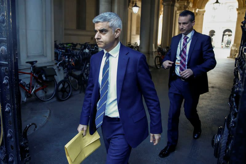 Mayor Khan pleads with Londoners to stay home as parks start to close